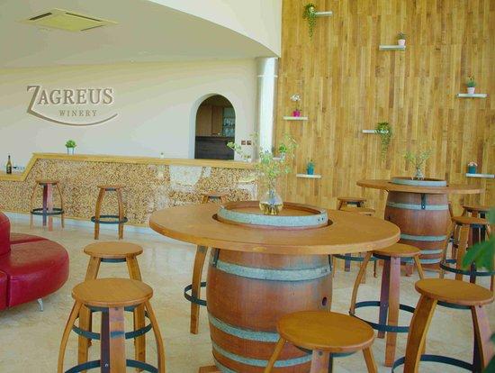 Zagreus Winery: Winebar.