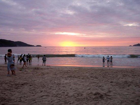 beach sunset パトン パトン ビーチの写真 トリップアドバイザー