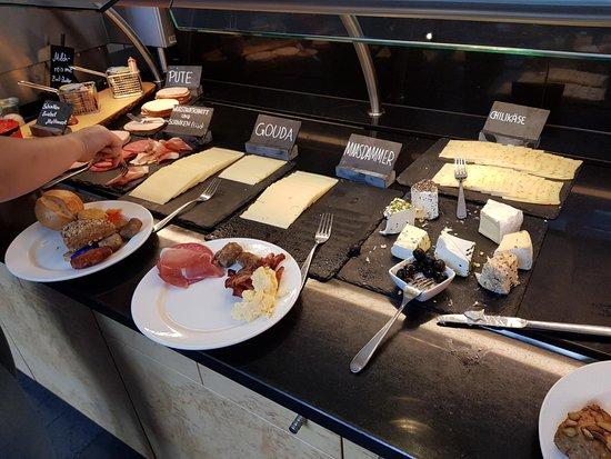 Lindner Hotel Dom Residence : breakfast buffet