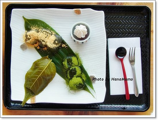 Cafe Hanashirube: さくら餅・本わらび餅(抹茶・きな粉)くず餅