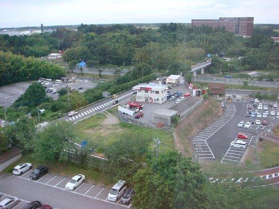 Hotel Nikko Narita: Views of many pivate carparks and distant airport runways
