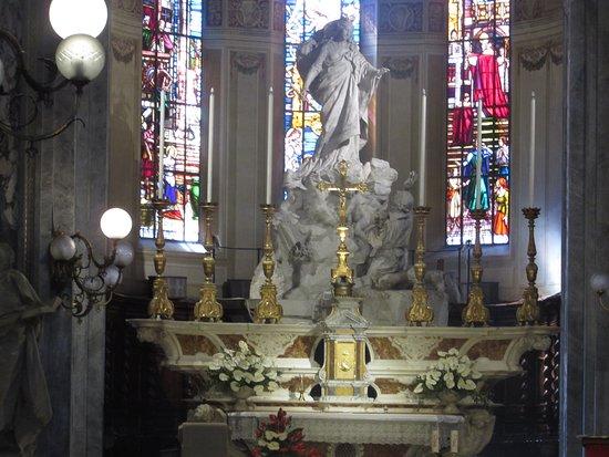 Basilica dei Santi Gervasio e Protasio: altare maggiore