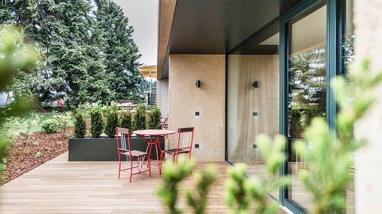 Parkhotel Holzner: Eden Junior Suite terrace and garden