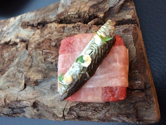 Restaurant Ikarus : fish on raw fish as 3rd starter