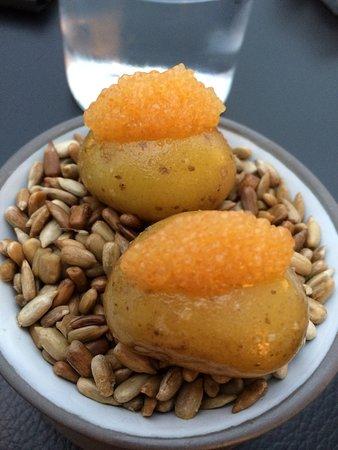 Restaurant Ikarus : caviar on a potato as 4th starter