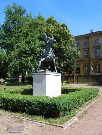 Metz, Francia: La sculpture sur son socle