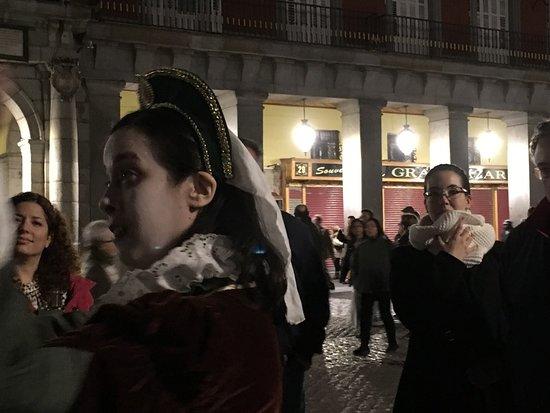 Madrid History Tour: La viuda negra contando un suceso trágico en la Ruta de los Crímenes