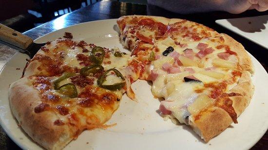 Timberwolf Pizza & Pasta Cafe: Timberwolf pizza half/half
