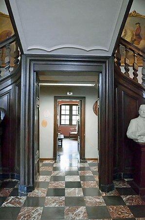Le Chateau de Lavaux Sainte-Anne: Au pieds de l'escalier d'honneur, un boudoir