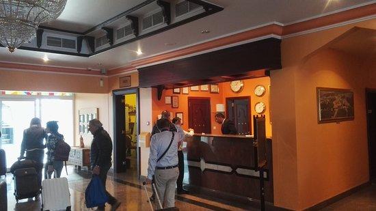 Falaj Daris Hotel: reception