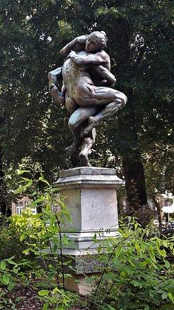 Thionville, Francia: La sculpture sur son socle