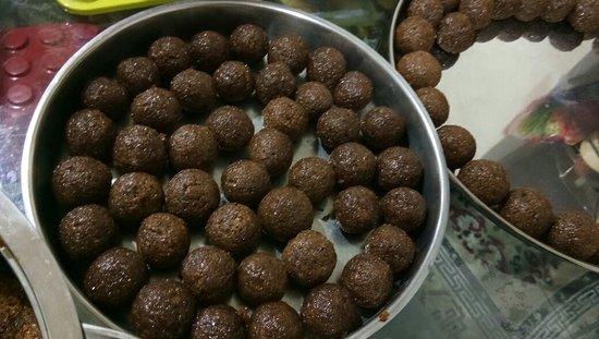 Sharmila's Kitchen : Bangoli Laddu
