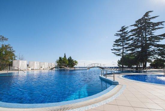 Riviera Sunrise Resort & Spa Alushta: Собственный открытые бассейны для взрослых и детей
