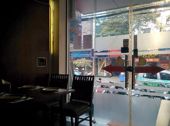 Khazaana Indian Halal Restaurant: seating