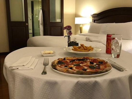 Do Forni : Pizza Diavola - Servizio in Camera