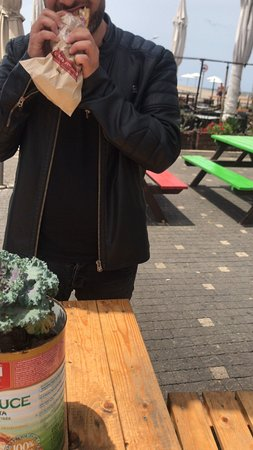Lehamim Bakery- Ibn Gvirol: take away sandwich outside the port