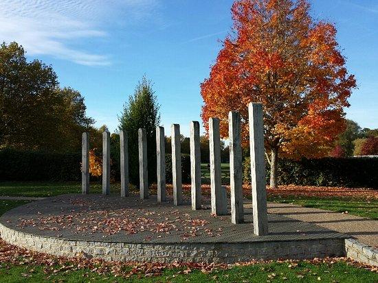 Horsham Park : Autumn - Human Nature Garden