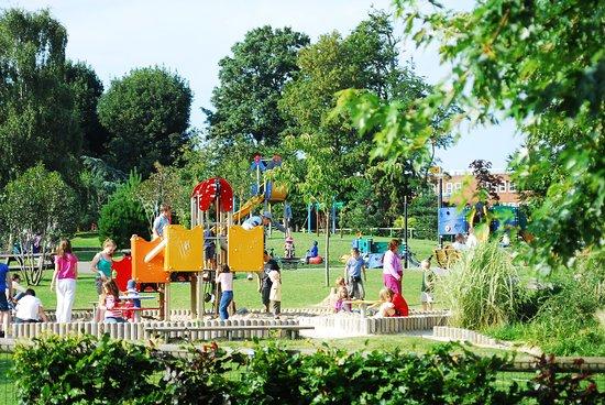 Horsham Park : Childrens Play Area