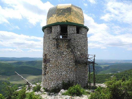 Shuldan Cave Monastery : В куполе отражается небо.