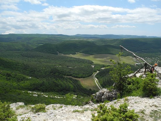 Shuldan Cave Monastery: Вид сверху на долину.