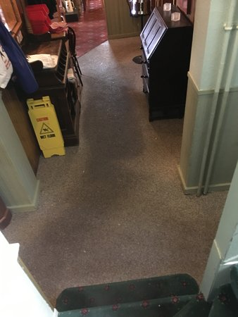 Millstone Country Inn: Grime-trodden carpet from rooms to restaurant