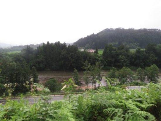 Kurotaki Tembo Park: 最上川を望む
