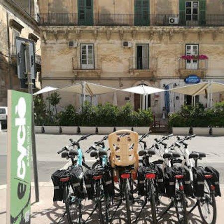 Modica, Italy: Nei dintorni della nostra sede, bar e ristoranti per rifocillarvi!