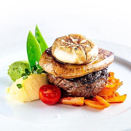 Karpatia Restaurant & Brasserie: Bélszín steak Budapest módra - Beef tenderloin Budapest style