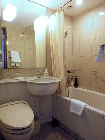Hotel Metropolitan Tokyo Ikebukuro : salle de bain et wc