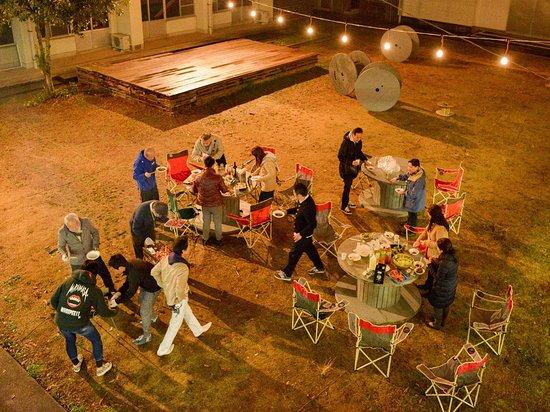 Iikane Palette Dormitory: 中庭の夜の風景。