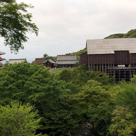 วัดคิโยมิซุ: Kiyomizu-dera Temple
