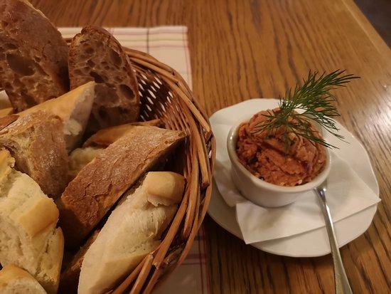 Polka Restauracja: pasta z makreli i masa pieczywa