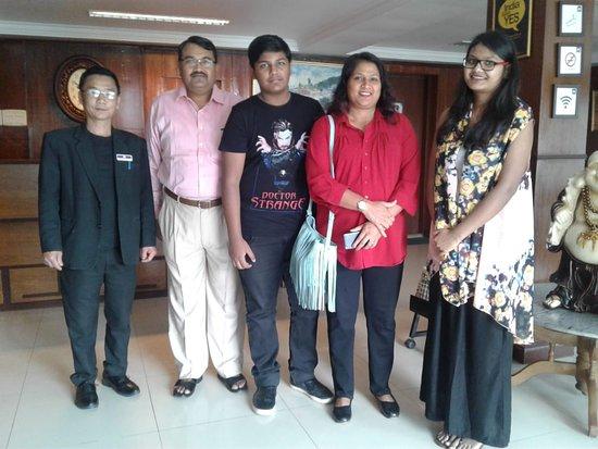 Mount Himalayan Resort : Happy Guests Mr.Sant Kumar & Family.