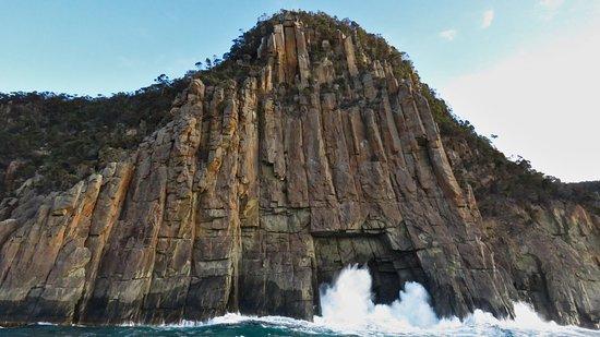 Wild Ocean Tasmania: High cliffs
