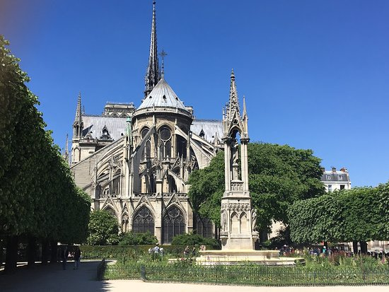 Experience Paris with an Architect