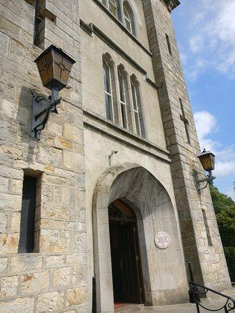 Kingscourt, Ireland: Main entrance and reception