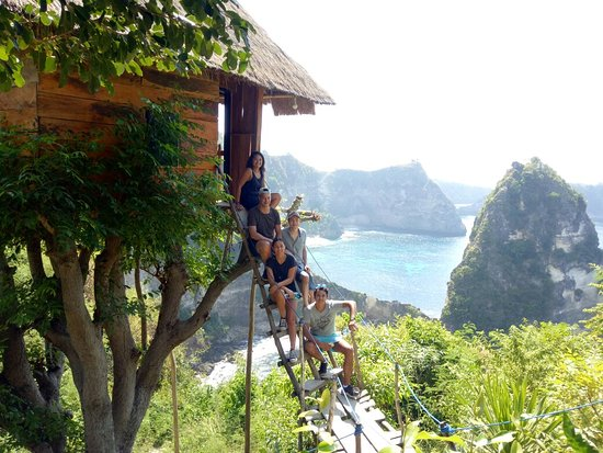 Isle Bali Adventures : Nusa Penida Island Tour visiting melonteng house - atuh beach - Kelingking Beach - Angel Bilabon