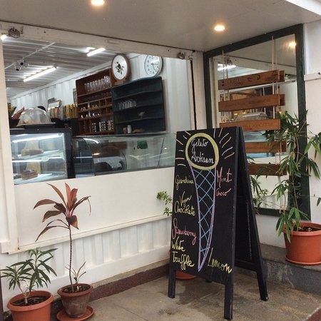 Aura Cafe : Rainy summer day