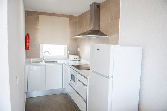 Los Naranjos Apartamentos: COCINA / KITCHEN