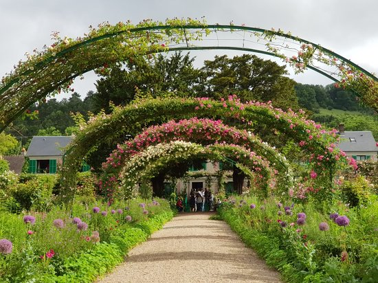 Zdjęcie Giverny including Monet's Gardens and Gravesite Small-Group Half-Day Trip