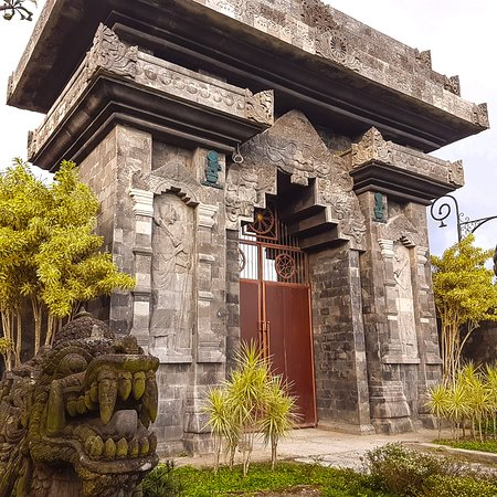 Blitar, Indonesien: Freedom Gate