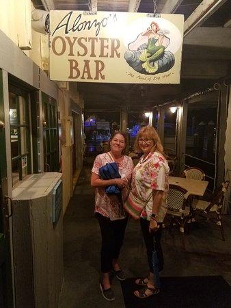 Alonzo's Oyster Bar: Bar at Alonzo's