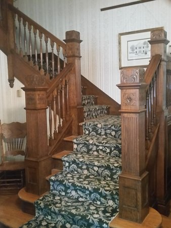 Spahn House Bed and Breakfast: Our three-landing grand center staircase, carved by hand by master craftsmen in 1947