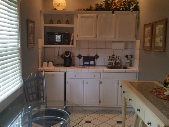 Spahn House Bed and Breakfast: Kitchenette in the Executive Suite