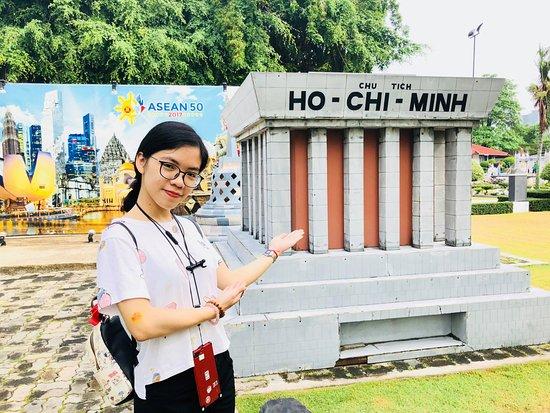 เมืองจำลองพัทยา: mini Uncle's Ho Mausoleum