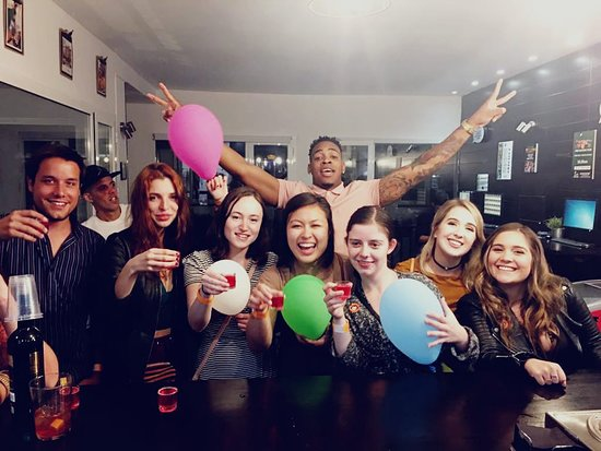 Pub Crawl Seville: We have the sweetest venue to offer and the coolest social environment!