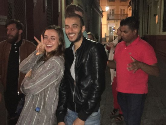 Pub Crawl Seville : Wandering around the streets outside at night!