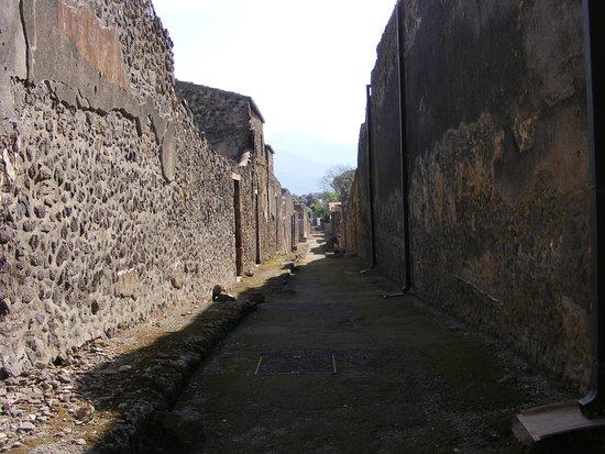 Pompeii Archaeological Park: A narrow street