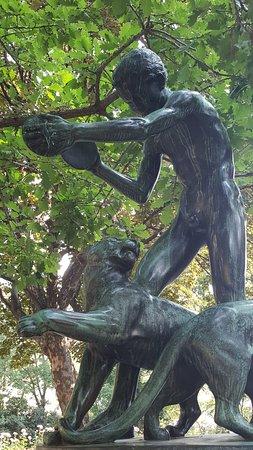 "Skulptur ""Scherzo Gruppe"""
