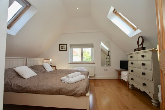 Church Gate: 420, a double bedroom with twin beds overlooking the old orchard & with ensuite bathroom with sh